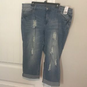 BNWT FOREVER 21 PLUS SIZE JEAN CROPS SIZE 20